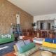Guincho Bay Villa: Das Esszimmer lädt zum Plaudern ein mit den anderen Gästen