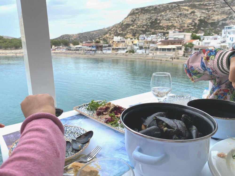 Seafood schlemmen im Restaurant Scala mit schönem Blick über die Matala-Bucht