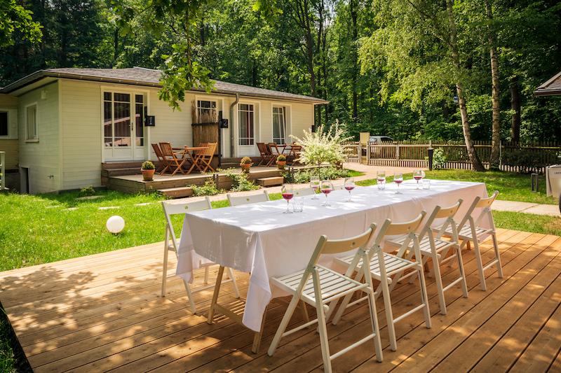 Der schöne Garten der Little Suites ist super zum Sausen für die Kinder