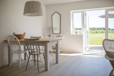 Wir lieben das luftig-helle Design im Lustrup Farmhouse