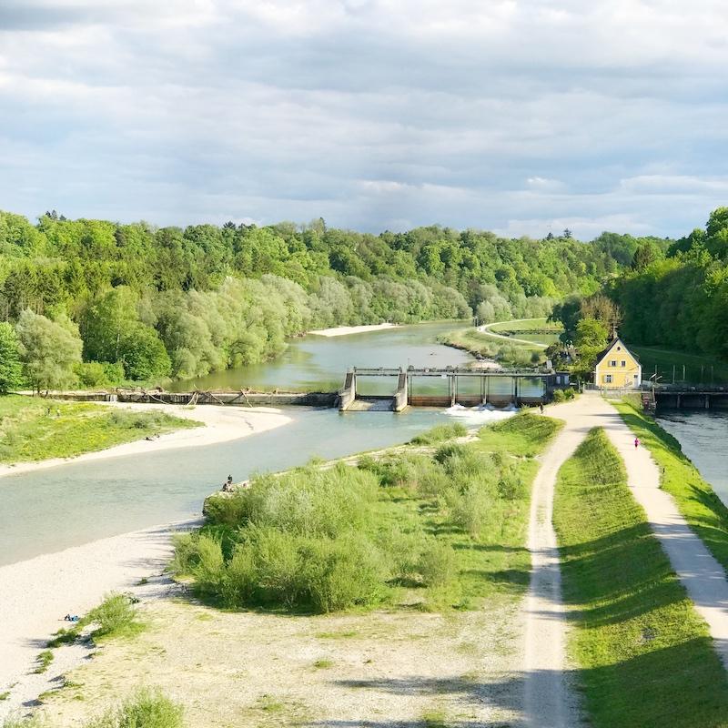 Der Blick von der Großhesseloher Brücke