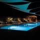 So romantisch sieht der Pool bei Nacht aus