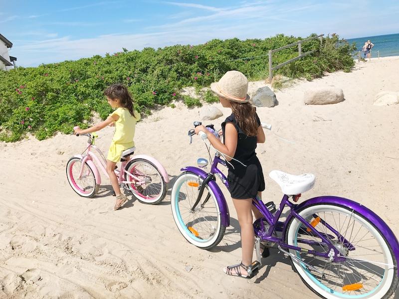 Auf coolen Beachcruisern am Strand entlang...