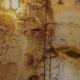 ... und das Bad. Das hat was - zwischen den alten Steinen zu duschen!