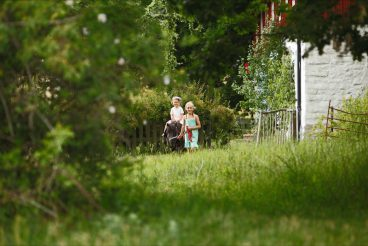 Pony + Blumenkranz + Kind = perfekter Familien-Sommerurlaub!