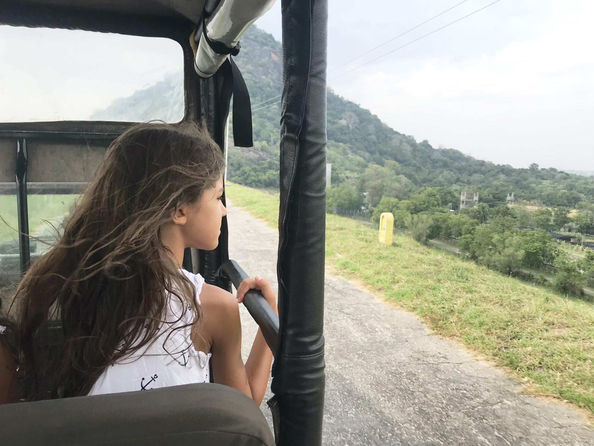 Schon allein der Weg zum Gal Oya Nationalpark ist ein Abenteuer für sich im offenen Jeep...