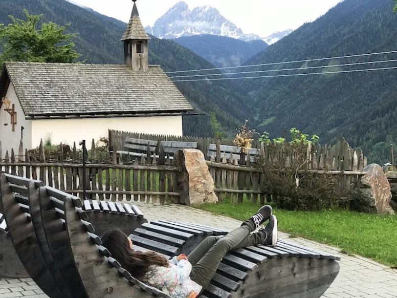 Chillen auf dem Kompatscherhof bei Lüsen mit Blick auf die Berge!