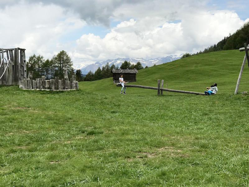 Der schöne Spielplatz der Kreuzalm. So macht Wandern mit Kindern in Südtirol Spaß!