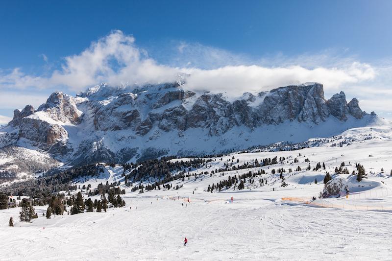 Das kinderfreundliche Südtiroler Skigebiet Alta Badia bietet auf der berühmten Sella Ronda die Möglichkeit, den Sella-Stock zu umrunden...
