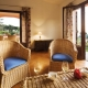 Wohnbereich in der Villa Mimose mit Blick in die sagenhafte Natur