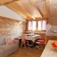 """Der Tiefentalhof. Die gemütliche Küche in der Wohnung """"Alm"""". @ C. Renzler"""