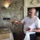 Der nette Koch in der Osteria Etrusca zeigt uns einen Hummer
