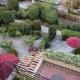 Blick von oben in den Garten