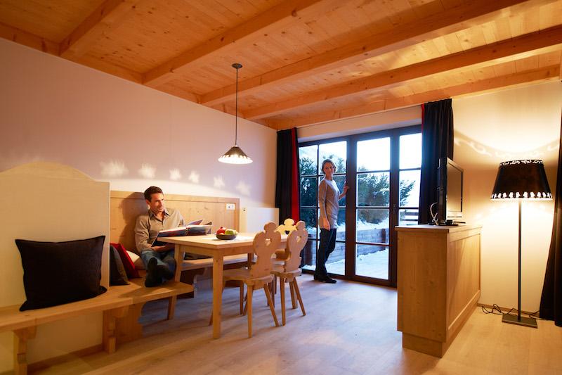Zin Senfter Zimmer 25 mit Essbereich und Terrasse
